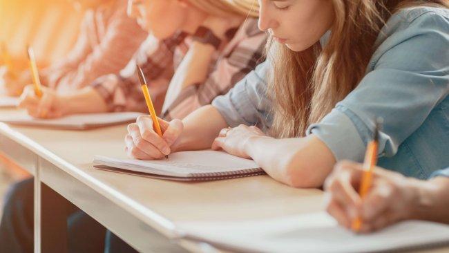 בחינה עם חומר בטוח - Students in the Classroom Taking Exam