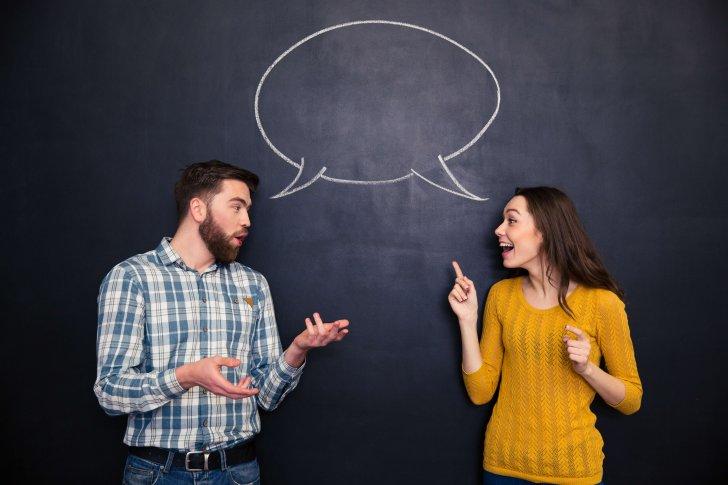 דיאלוג פתוח לקידום למידה ועבודה משותפת - זוג מדבר בבועה אחת
