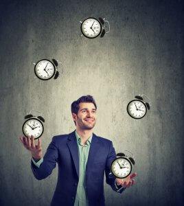 עניין של זמן - business man juggling his time alarm clocks